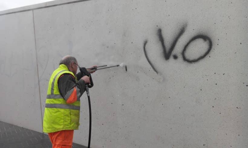 Effacement de graffitis